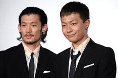 左から淵上泰史、田中俊介。