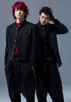 「デメキン」にて、山田裕貴が演じる合屋厚成(右)と健太郎が演じる佐田正樹(左)。