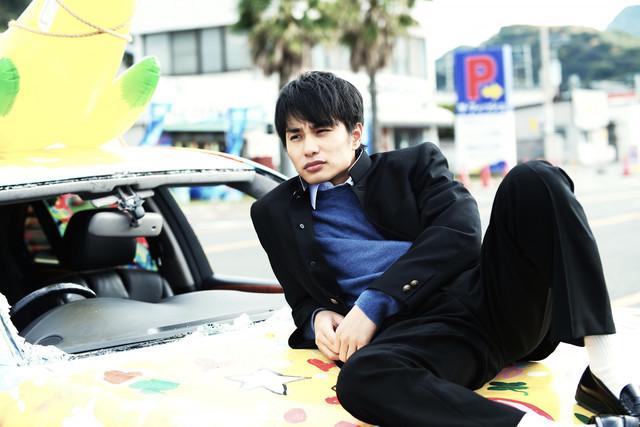 「ポンチョに夜明けの風はらませて」より、ジン役の中村蒼。