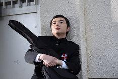 「ポンチョに夜明けの風はらませて」より、中田役の染谷将太。