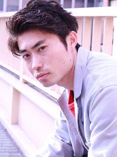 「過ぎて行け、延滞10代」でベースの男を演じる細川佳央。