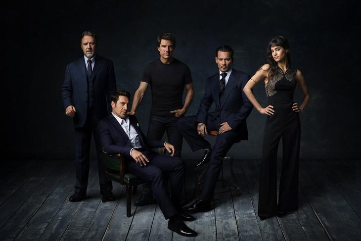 「ダーク・ユニバース」参加キャストのスペシャルショット。左からラッセル・クロウ、ハビエル・バルデム、トム・クルーズ、ジョニー・デップ、ソフィア・ブテラ。
