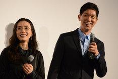 左から中嶋朋子、佐々木蔵之介。