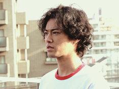 桐谷健太演じる神谷。