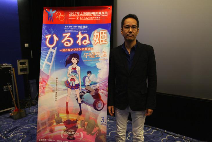 「ひるね姫 ~知らないワタシの物語~」の舞台挨拶で第20回上海国際映画祭に参加した神山健治。