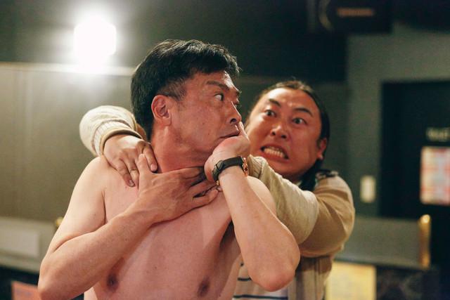 「下北沢ダイハード」より「違法風俗店の男」。