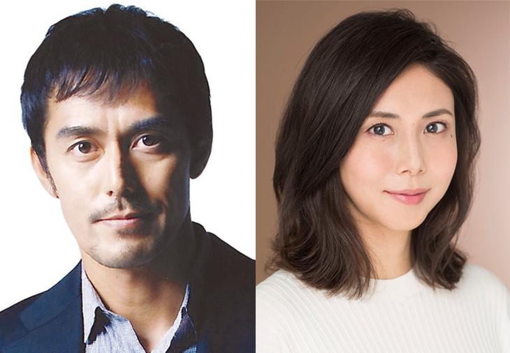 加賀恭一郎役の阿部寛(左)と浅居博美役の松嶋菜々子(右)。