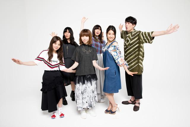 ねごとのメンバーと土屋太鳳(右から2番目)、間宮祥太朗(右端)。