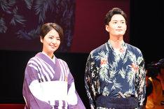 左から長澤まさみ、岡田将生。