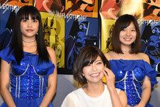 左から吉井香奈恵(9nine)、伊瀬茉莉也、村田寛奈(9nine)。
