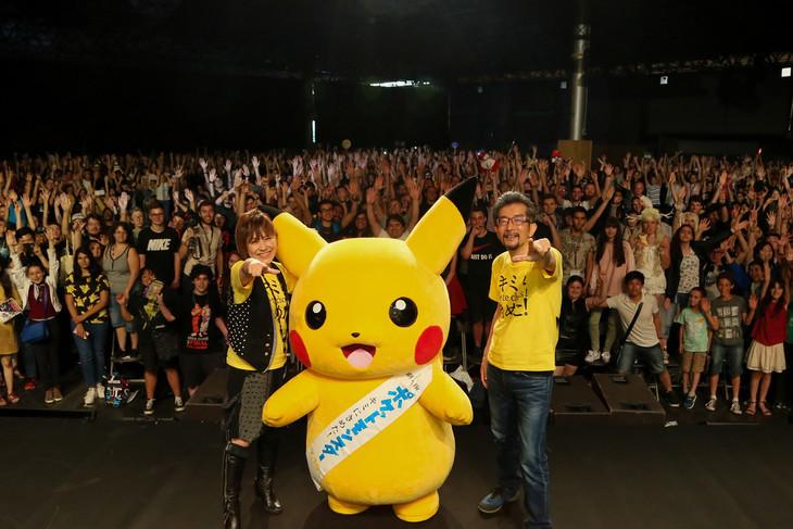 「Japan Expo 2017」にて、左から松本梨香、ピカチュウ、監督の湯山邦彦。