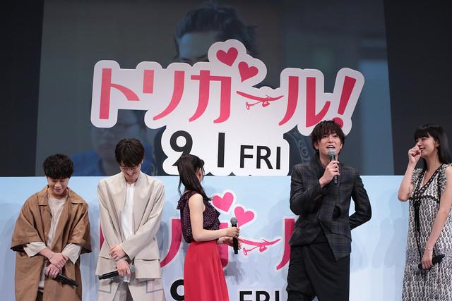 「基本的には台本通りにやる男です」と話す間宮祥太朗(右から2番目)。