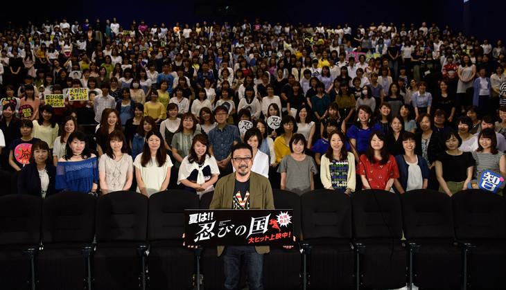 北海道・札幌シネマフロンティアにて行われた「忍びの国」舞台挨拶の様子。