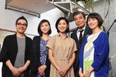 左から田口トモロヲ、広末涼子、黒木瞳、舘ひろし、臼田あさ美。