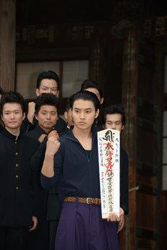 映画「ジョジョの奇妙な冒険 ダイヤモンドは砕けない 第一章」の大ヒット祈願イベントに参加した山崎賢人。