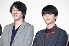 左から山田裕貴、吉沢亮。