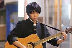 「サイモン&タダタカシ」より、須賀健太演じるタダタカシ。