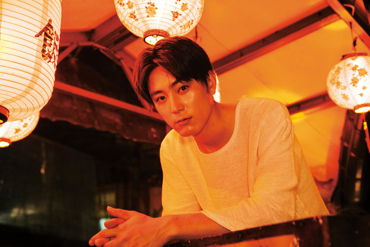 「間宮祥太朗 2nd PHOTO BOOK『GREENHORN』」中面サンプル (撮影:京介)