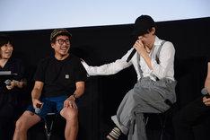 「無理してきたんだよー」とヤン・イクチュンにツッコむ野田洋次郎。