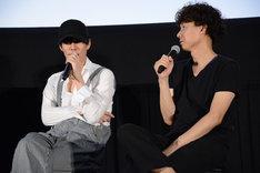 左から野田洋次郎、松永大司。