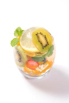 フルーツで彩る花火パフェ(1382円)