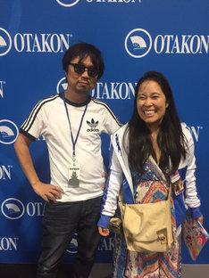 京田知己(左)と、英語版でエウレカの吹替を担当するステファニー・シェー(右)。