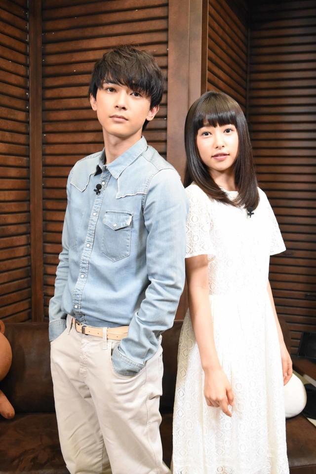 左から吉沢亮、桜井日奈子。