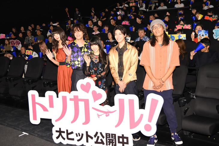「トリガール!」初日舞台挨拶にて、左から池田エライザ、間宮祥太朗、土屋太鳳、高杉真宙、英勉。