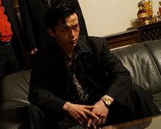 「孤狼の血」より永川恭二役の中村倫也。