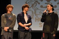 左から佐藤大樹、佐藤寛太、山下健二郎。