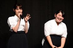 左から西野七瀬、富田望生。