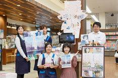 福岡・TSUTAYA 積文館書店 八女店を訪れた浜辺美波。