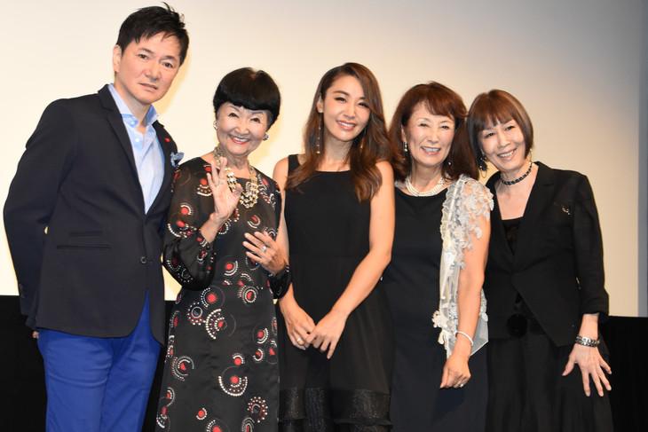 左から監督のジャッキー・ウー、雪村いづみ、鈴木紗理奈、赤座美代子、小林啓子。