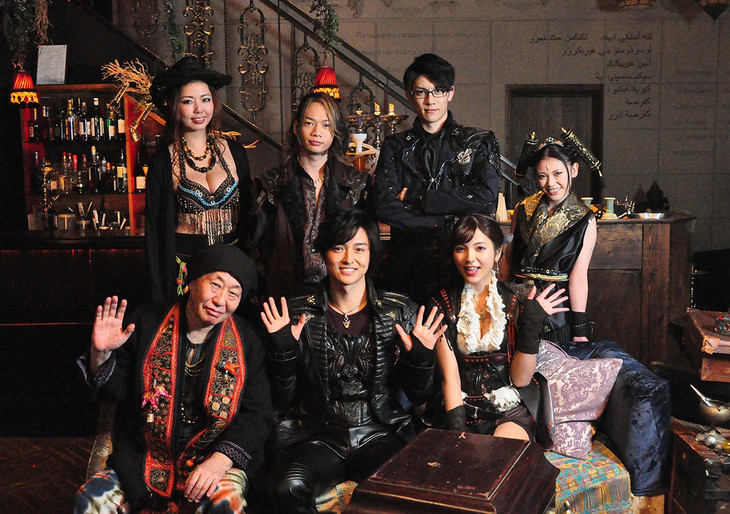 「牙狼<GARO>神ノ牙-KAMINOKIBA-」のキャスト陣。後列左から黒木桃子、池田純矢、青木玄徳、桑江咲菜。前列左から泉谷しげる、栗山航、南里美希。