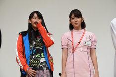 左から黒崎レイナ、松田るか。
