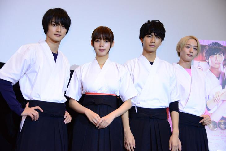「一礼して、キス」完成披露上映会の様子。左から結木滉星、池田エライザ、中尾暢樹、前山剛久。