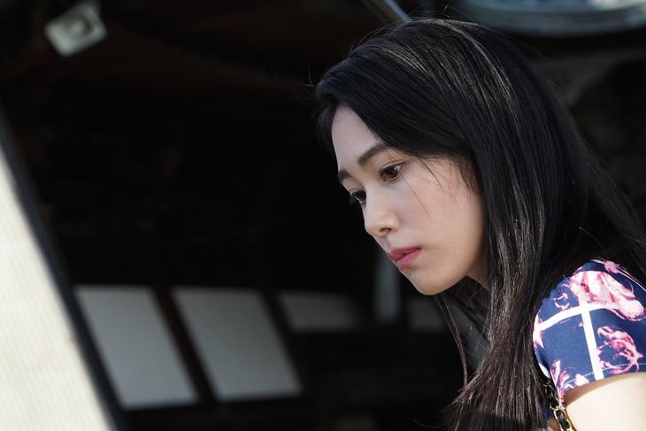 「孤狼の血」より桃子役の阿部純子。
