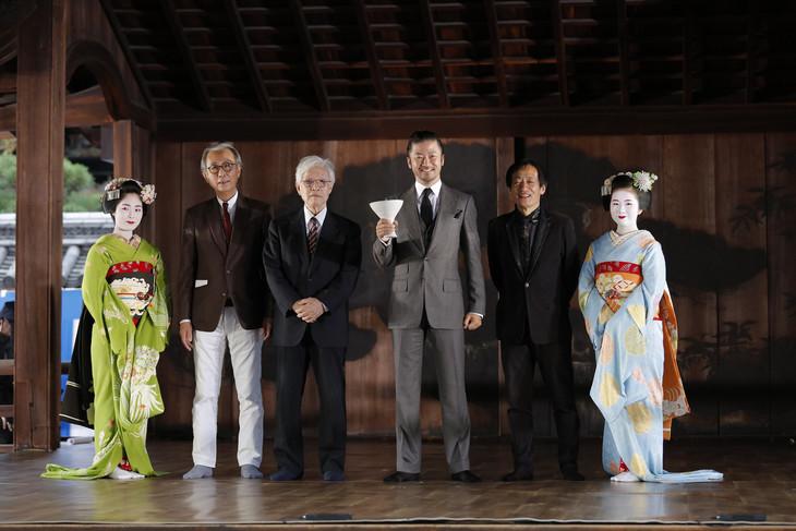 京都国際映画祭2017オープニングセレモニーの様子。左から2番目より木村大作、佐藤忠男、浅野忠信、奥山和由。