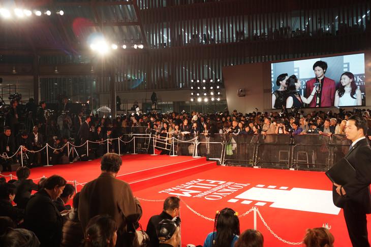 第29回東京国際映画祭レッドカーペットの様子。