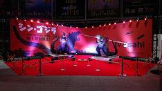 「シン・ゴジラ」「GODZILLA 怪獣惑星」に登場したゴジラ像の展示。