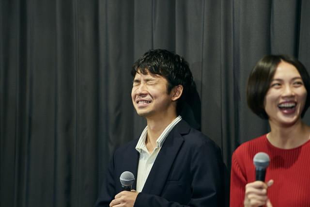左から太賀、臼田あさ美。