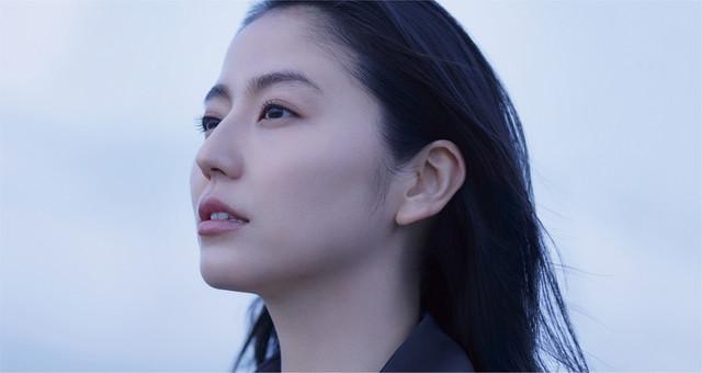 「嘘を愛する女」新場面写真。長澤まさみ演じる川原由加利。