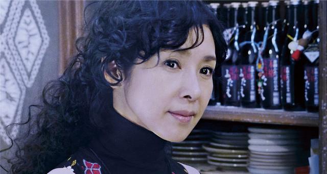 「嘘を愛する女」新場面写真。黒木瞳演じるマサコ。