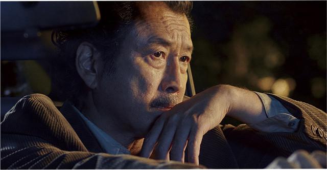 「嘘を愛する女」新場面写真。吉田鋼太郎演じる海原匠。