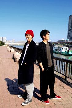 「闇金ぐれんたい」左から大輔役の細田善彦、正次役の松本享恭。