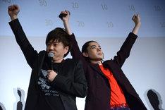 コンビ愛の深さが証明されたスパークスの2人。左から川谷修士、菅田将暉。
