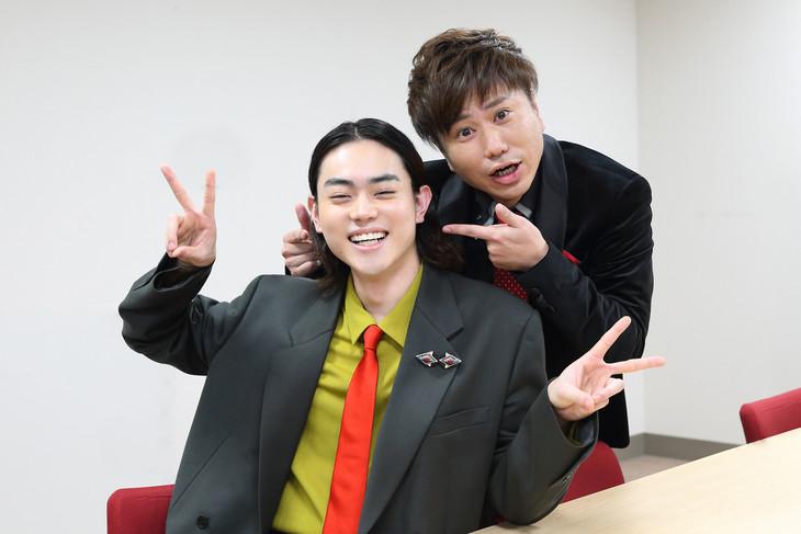 左から菅田将暉、川谷修士。(撮影:佐藤友昭)