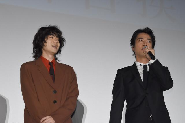 左から菅田将暉、桐谷健太。