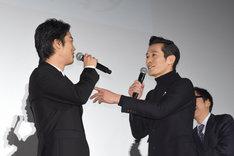 """自身も""""まさき""""という名のため、桐谷健太(左)が「将暉が……」と口にするたびに反応する三浦誠己(右)。"""