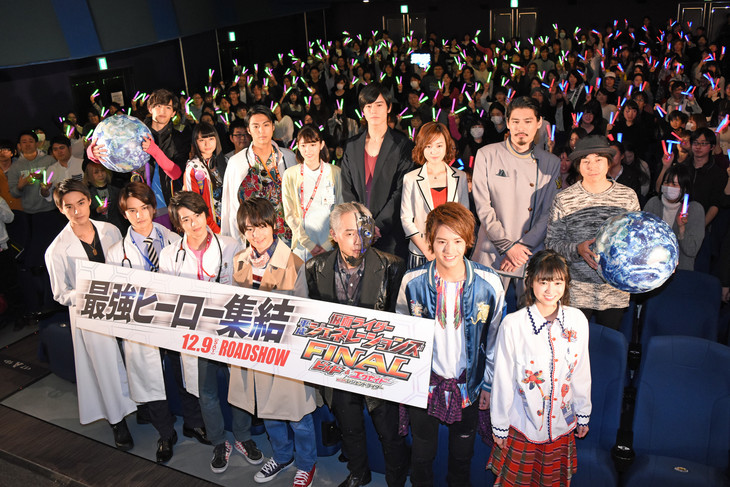 「仮面ライダー平成ジェネレーションズFINAL ビルド&エグゼイドwithレジェンドライダー」完成披露舞台挨拶の様子。